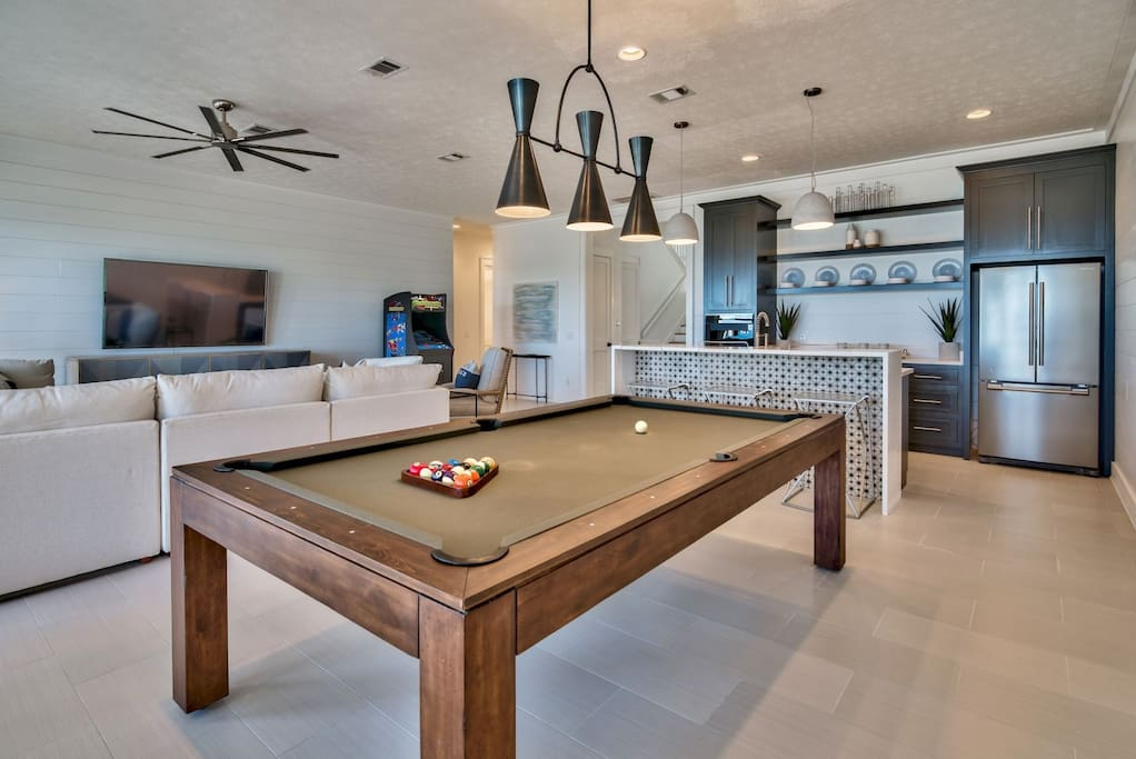 Game room with wet bar and kitchen