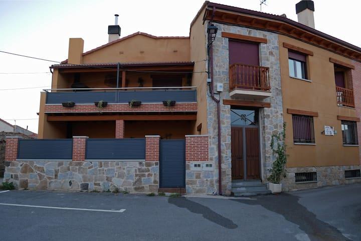 Casa Rural para grupos con Chimenea - FLORENTINO
