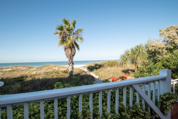 Sandy Toes -  BEACHFRONT, FREE Parking and WiFi