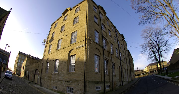 Penthouse, 19th Century Mill, Free Parking, WiFi
