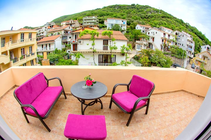 Pink charming apartment/mountain view/city center