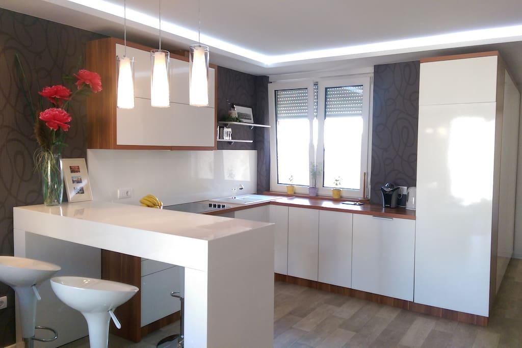 White modern kitchen ares