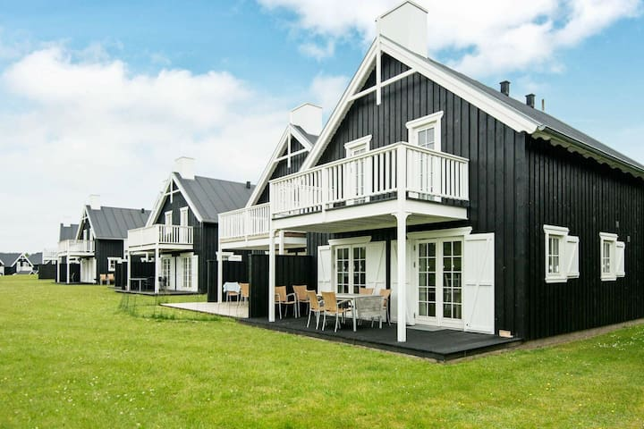 Upscale Holiday Home in Jutland with relaxing Whirlpool and Sauna