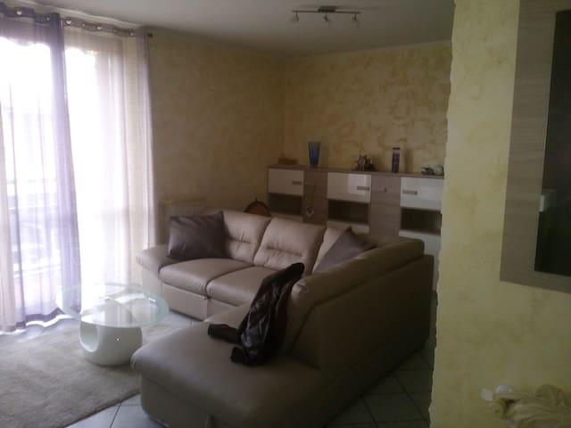 Room/Rooms in South Milano - Colturano