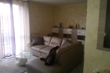 Room/Rooms in South Milano - Colturano - Appartement