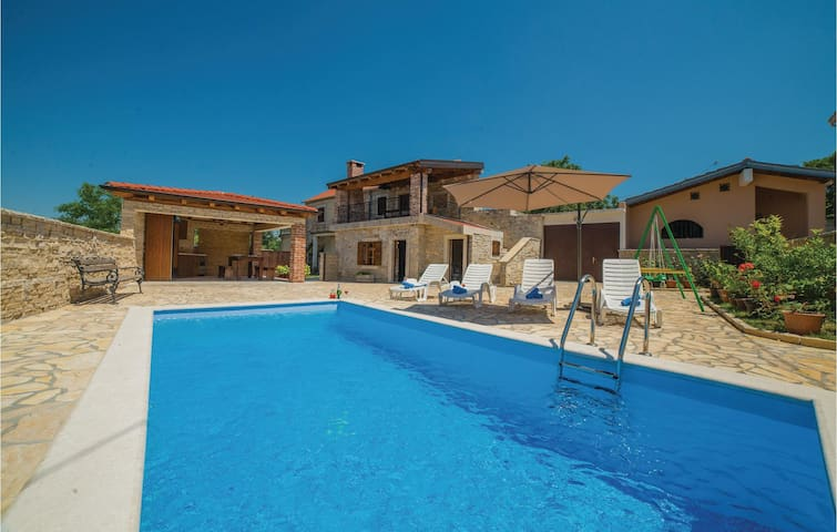 Semi-Detached with 1 bedroom on 82 m²