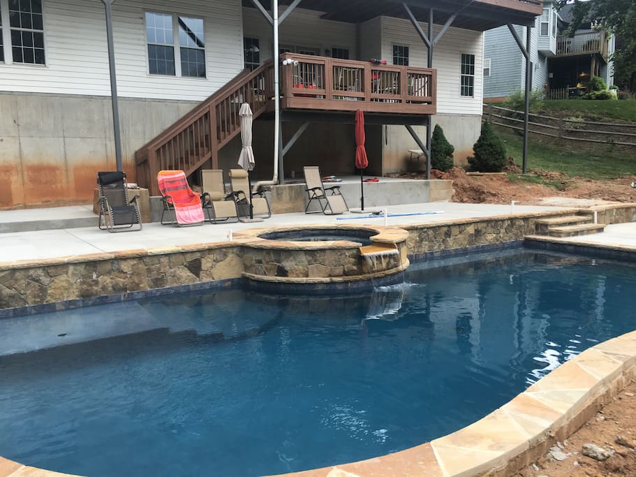 View of the pool and hottub.