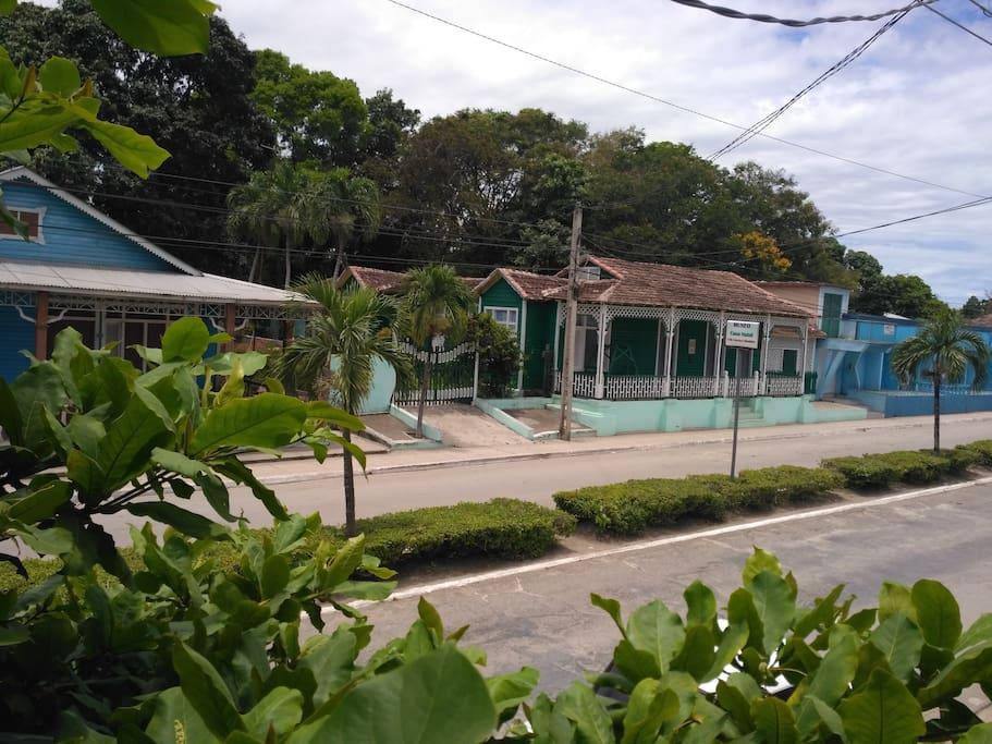 Desde nuestra casa se puede ver un pedacito de historia, el museo: Casa Natal Celia Sánchez Manduley.