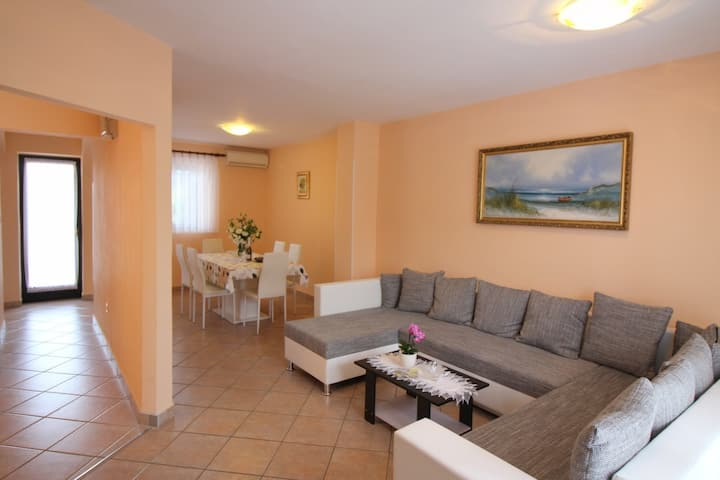 House for 6+1 persons with WLAN in Poreč R9729