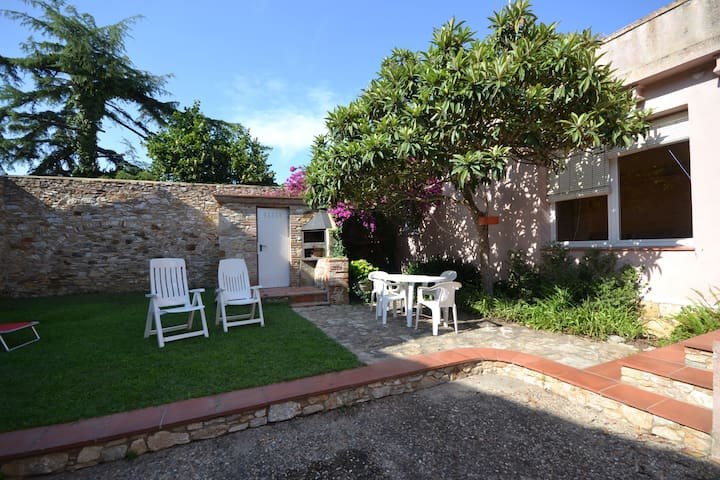APPARTMENT IN BEGUR CENTER WITH GARDEN AND PARQUING