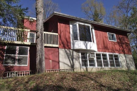 4 Season Cottage on the Madawaska River $1054/week