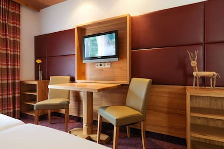 Classic Zimmer 2 incl.Frühstück u. Saunalandschaft - Landeck - Teljesen felszerelt lakás
