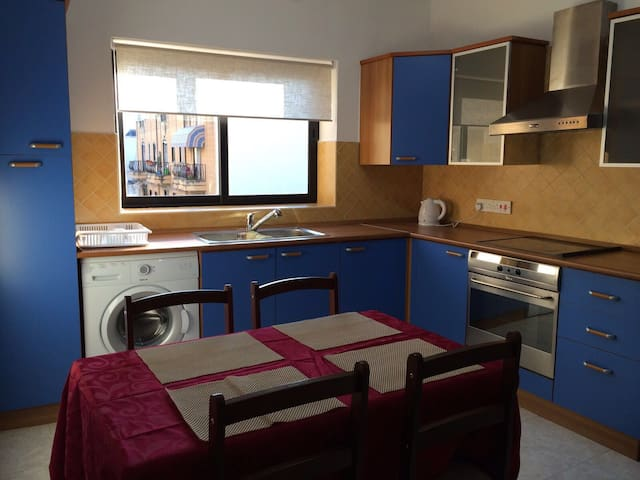 Apt 10 mins walk from Paceville - Is-Swieqi - Daire