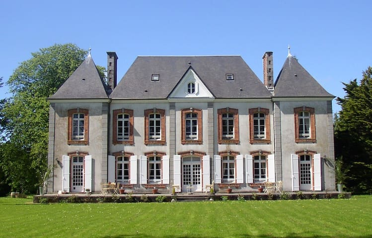 Cottage in grounds of chateau - Montpinchon - House