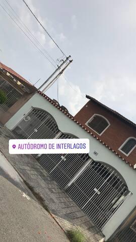 DURMA A 100 METROS DO LOLLAPALOOZA/ AUTÓDROMO