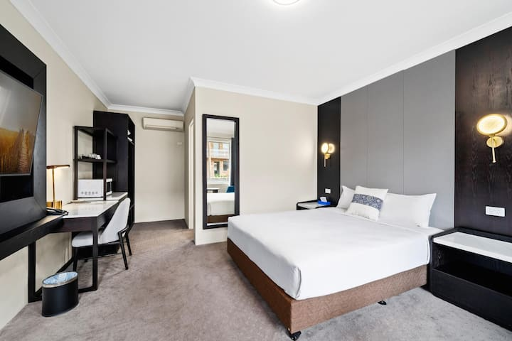 WM Hotel Bankstown - Deluxe Queen Room