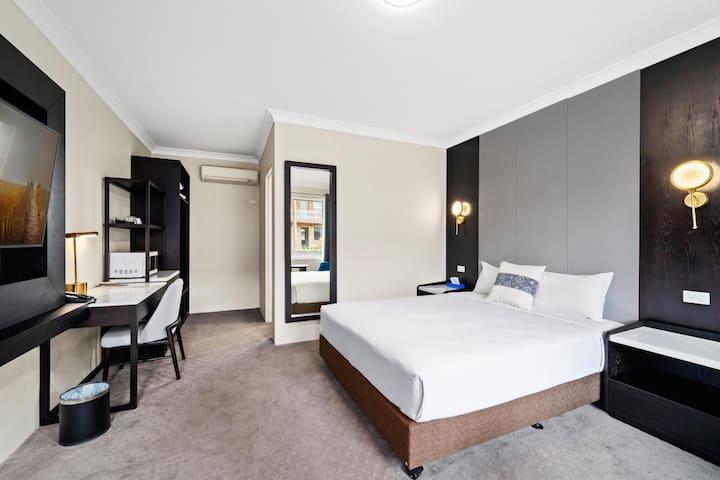 WM Hotel Bankstown - Deluxe Queen Room