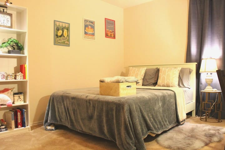 LOVELY Room close to Six Flags / SeaWorld / UTSA