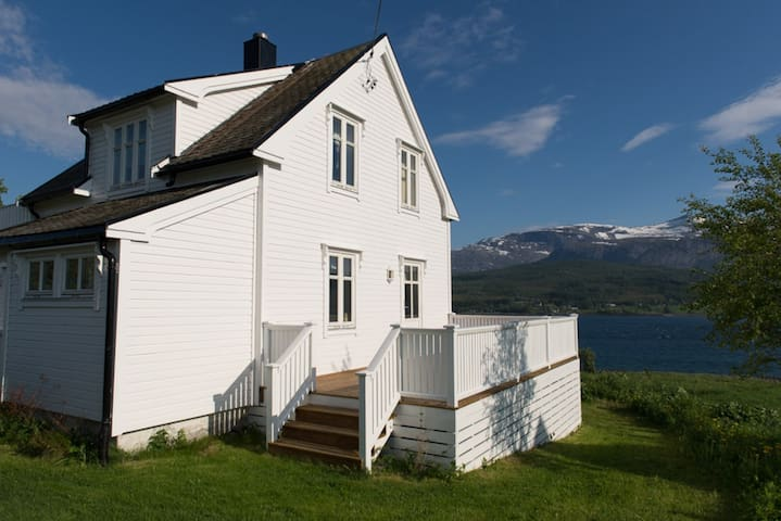 Charming cottage in Tjeldsundet - Kongsvika