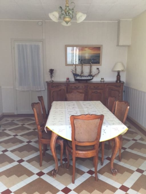 Maison des hirondelles townhouses for rent in esnandes for Salle a manger translation