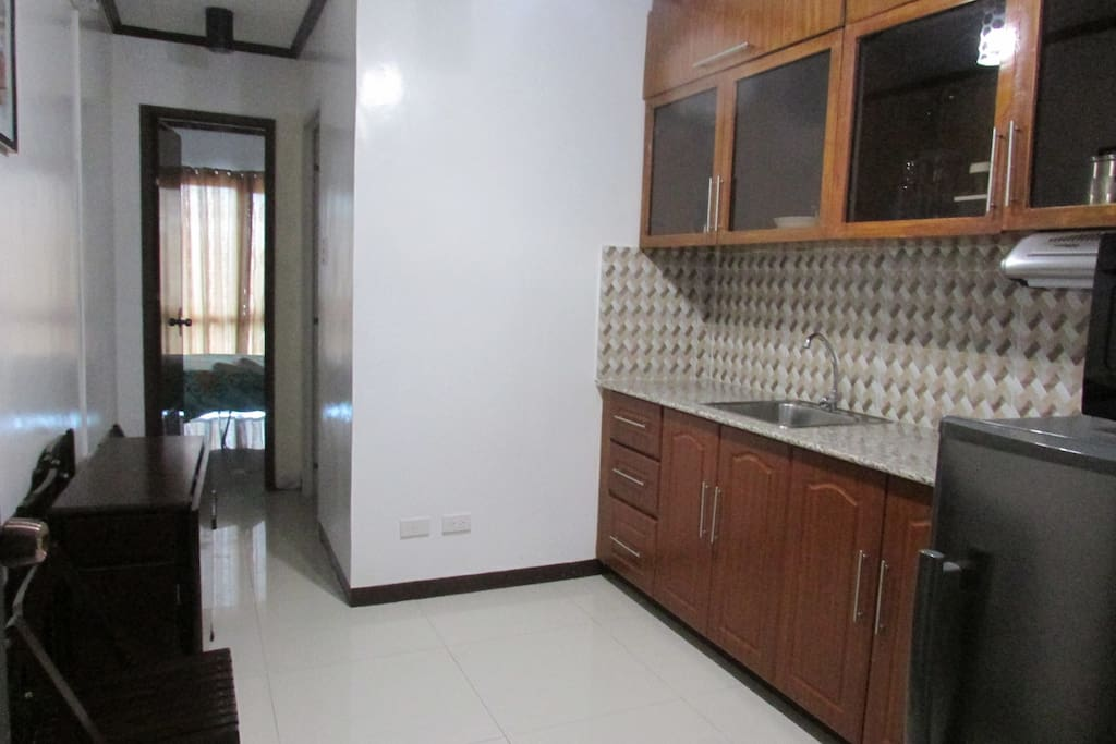 fully equipped kitchen with complete kitchen wares.