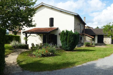 Beautiful French Stone Farmhouse in Haute Vienne - Balledent - วิลล่า