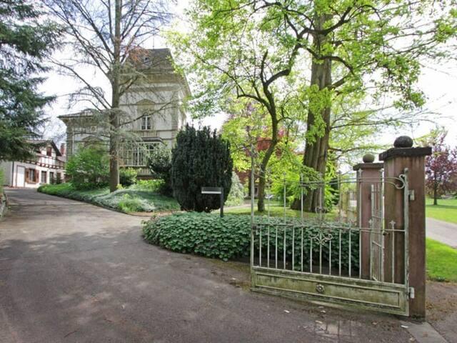 Nostalgie pur: Wohnen in einer Jugendstil-Villa - Gengenbach - Leilighet