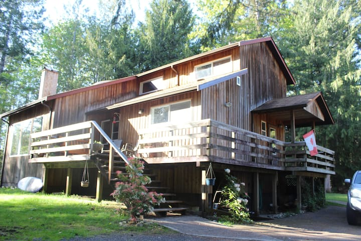 Sproat Lake Rustic Retreat