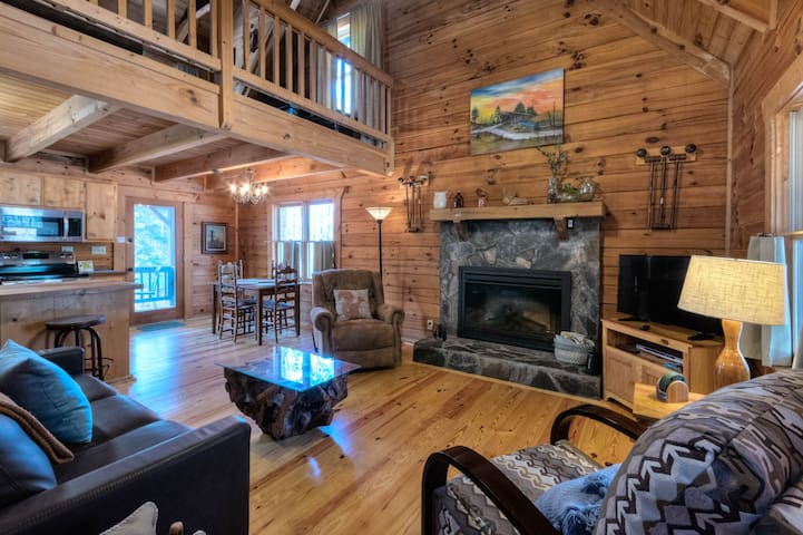 Newly renovated cabin with beautiful furnishings