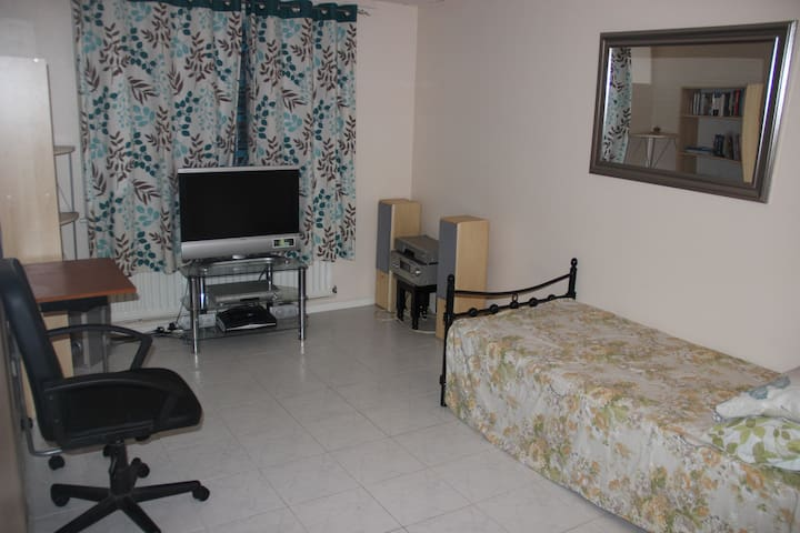 1 bedroom flat in Thamesmead - London - Apartment
