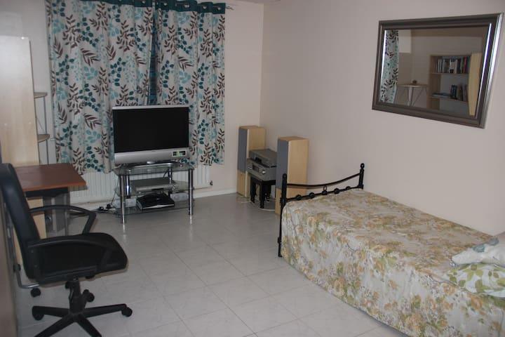Single room in 1 bedroom flat in Thamesmead