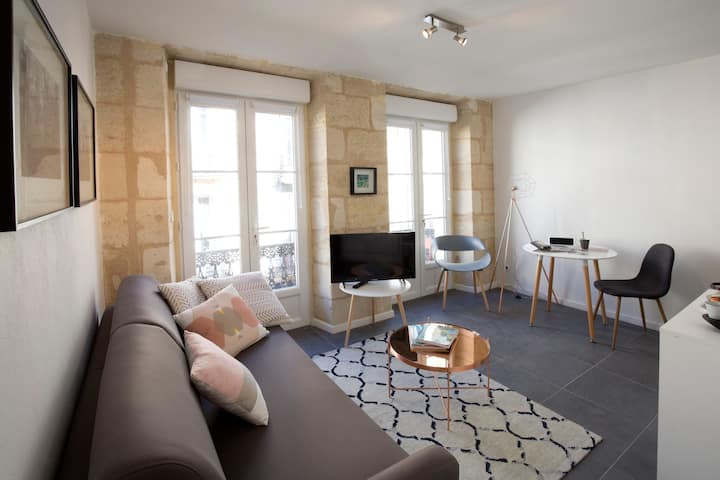 HEART OF BORDEAUX - Apartment with balcony