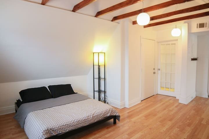 Modern EastEnd Studio   Save on long term booking$
