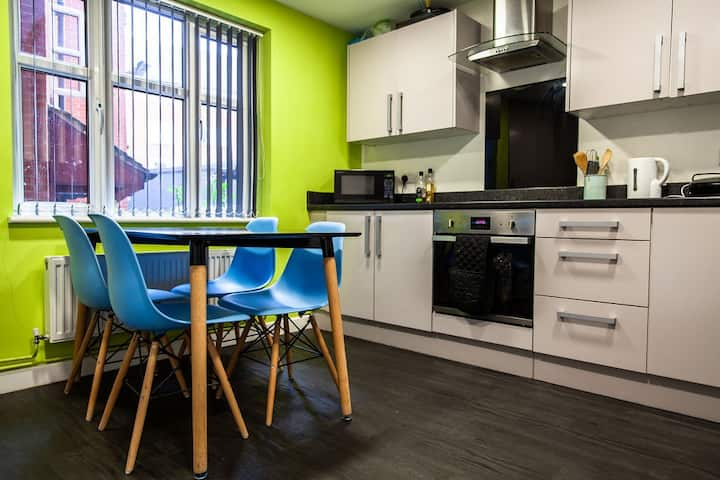 Compelling 5 Bed Cluster - Deluxe, York Road