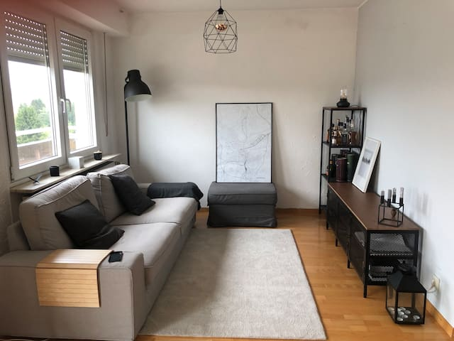 Bright & lofty 80m2 apartment, 15min from the city