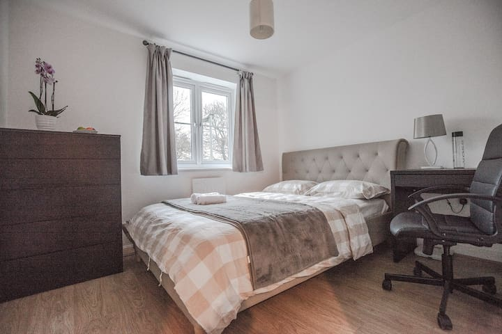 Modern Double Room with Private Bathroom - Oxford - House