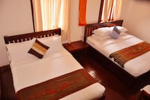 2 Family Room(Great for8persons/5min to PubStreet)
