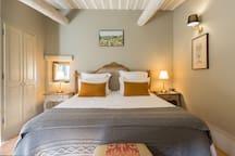Master bedroom (king size bed) with en-suite bathroom