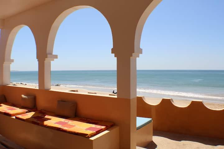 Beachfront house in charming Popenguine
