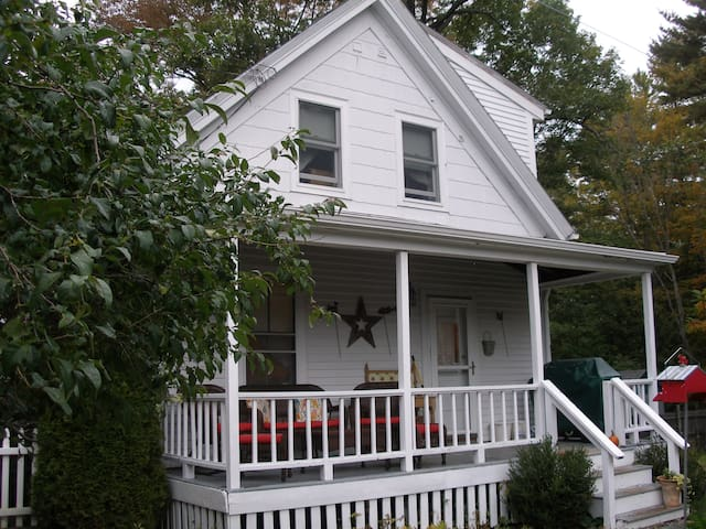 1840s Charming Cottage - Kittery - Bed & Breakfast