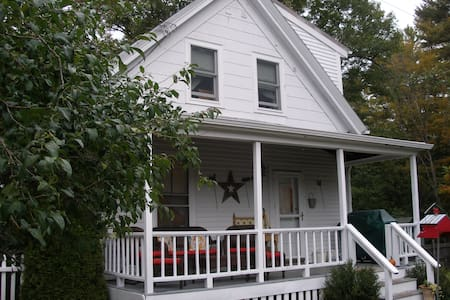 1840s Charming Cottage - Bed & Breakfast