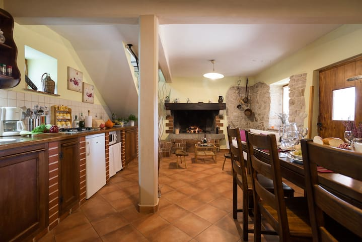 Large and fully equipped kitchen