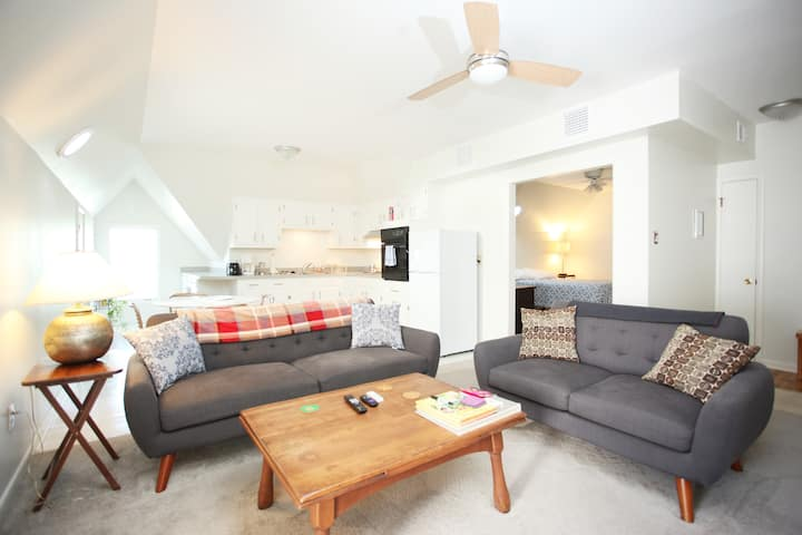 Charming Mid-Century Apartment in Midtown