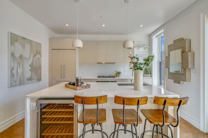 Charming and Trendy Brownstone near Train