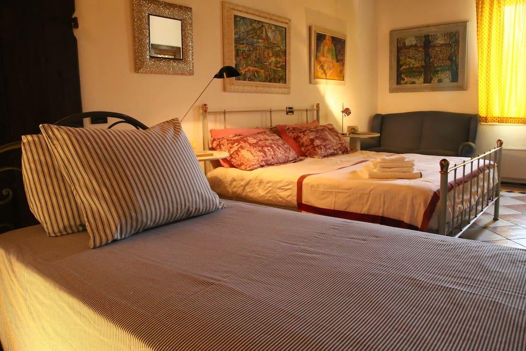 Casa vacanze alveare azzurro certosa di pavia case in for Casa vacanze milano