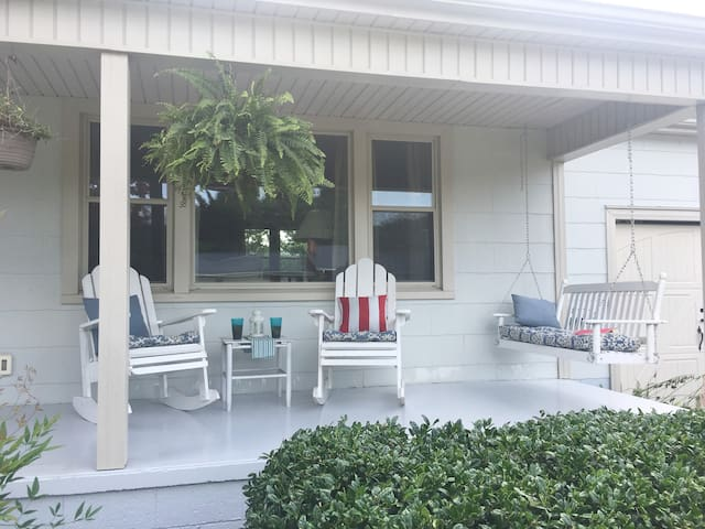 Newly Updated  River Cottage heart of Pigeon Forge