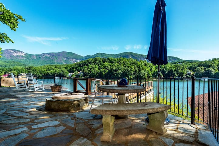 Lake Front, Kayaks, Fire Pit, stunning lake views