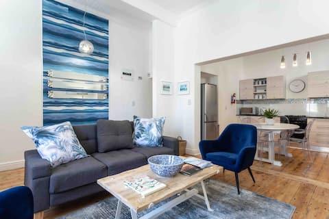 Glamorous Seaside Apartment, St James, Kalkbay⭐️