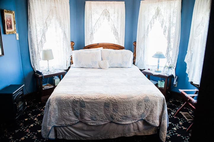 Anchorage Inn - room #6 - The Chalcedony