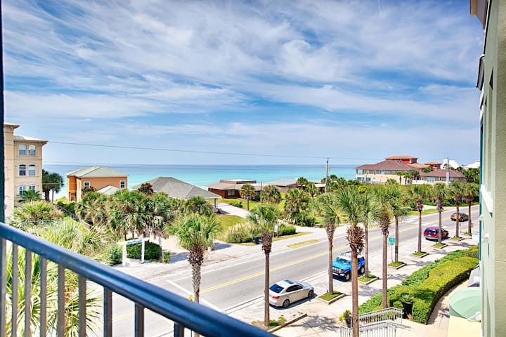 Gulf Place Penthouse! Gulf Views, Pools, Walk To Beach! 'Mike's Hideaway'
